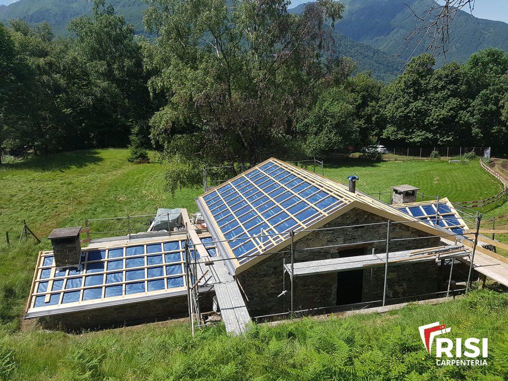 Nuovo tetto con manto impermeabile traspirante